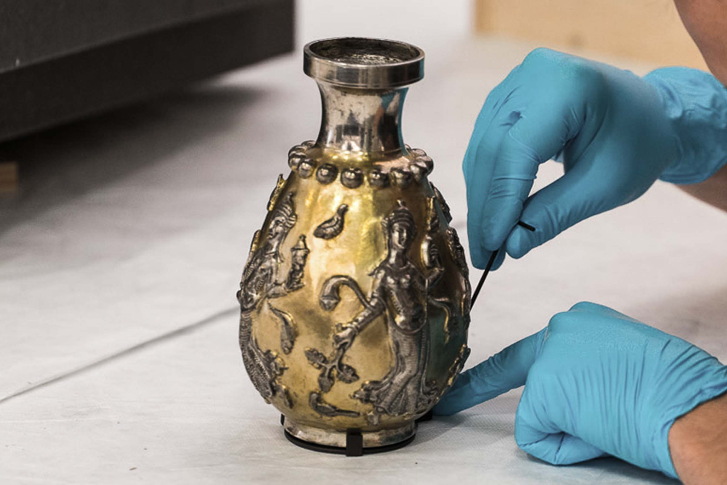 Cleaning of a Vase decorated